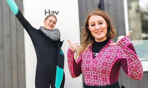 Glada tjejer efter kitekurs på Villa Surf Garden